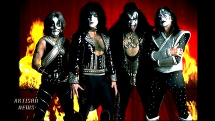 EX KISS ACE FREHLEY HAS LOONEY IN-STORE AT SAM ASH FOR SPACE INVADER