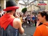 VIDEO. Parade des jongleurs dans le centre-ville de Poitiers