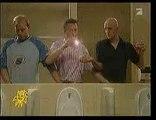 Funny Men in toilets / kit main libre aux toilettes