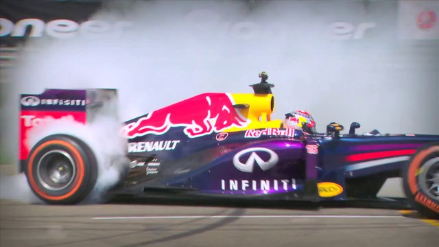 Red Bull Racing's RB8 Tearing it Up in Infrared - AMAZING!!!