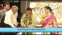 BOLLYWOOD BULLETIN | Sonal Chauhan Seductive Wardrobe Malfunction | 21th August 2014