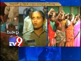 Vijayawada residents protest wine shops in residential areas - Tv9