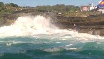 Des surfeurs se font avaler par des vagues géantes - Red Bull Cape Fear 2014