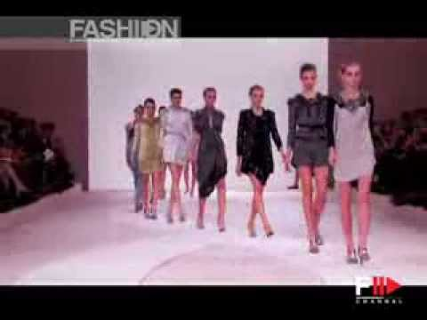 "Fashion Show ""Valentino"" Spring Summer 2009 Paris 2 of 2 by Fashion Channel"
