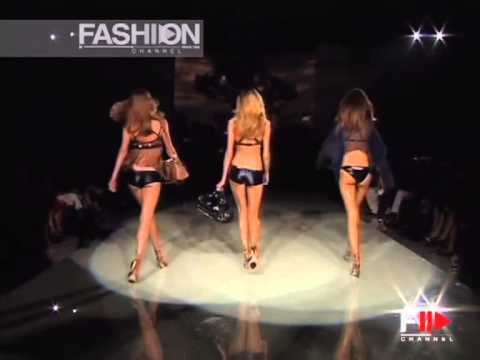 "Fashion Show ""Versace"" Spring Summer 2006 Milan 2 of 3 by Fashion Channel"
