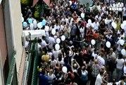 Folla a Napoli per i funerali di Davide