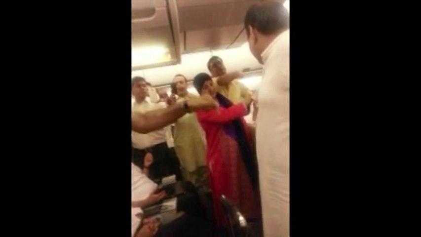 Rehman Malik & Ramesh Vankwani thrown off PIA flight by passengers