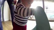 Premiers pas d'un bébé filmé (Gopro)