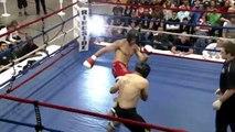 Deux combattants de Muay Thaï se frappent mutuellement dans les parties sensibles ! Double KO !