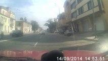 Un automobiliste énervé par un feu rouge trop long...
