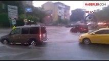 Amatör Kameradan Sulara Gömülen Sürücülerin Zor Anları