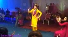 Munni Badnam hui / Pakistani Wedding Mehndi Nite BRIDE Dancing (HD)