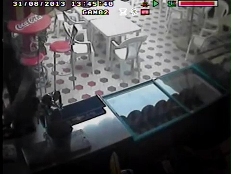 Manduria - Arrestato 19enne per rapina, tradito da manata su frigo (25.09.14)