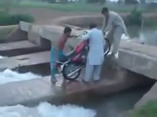 Desi Train Wash Lahore funny