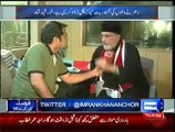 Tahir Ul Qadri Responds To Criticism On Him For Putting Handkerchief On His Nose While Visiting Workers Tents