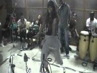 demo de danse par les danseuses de serge beynaud
