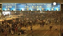 احتدام المواجهات بين المتظاهرين والشرطة في هونغ كونغ