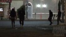 Arroser d'essence des gens dans la rue : Caméra cachée vraiment flippante!