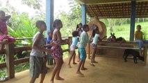 Ecole Rosa dos Ventos , Itacaré, Brésil : chorégraphie  avec les enfants