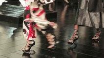 Une minute au défilé Alexander McQueen printemps-été 2015