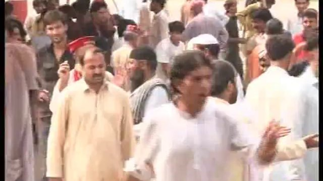 Dunya News - PTI sit-in turns violent as supporters clash during Eid gift distribution
