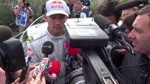 Sébastien Ogier remercie les spectateurs du rallye de France-Alsace