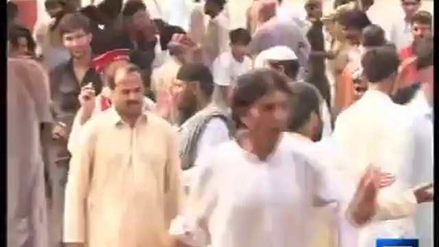 Dunya News-PTI sit-in turns violent as supporters clash during Eid gift distribution