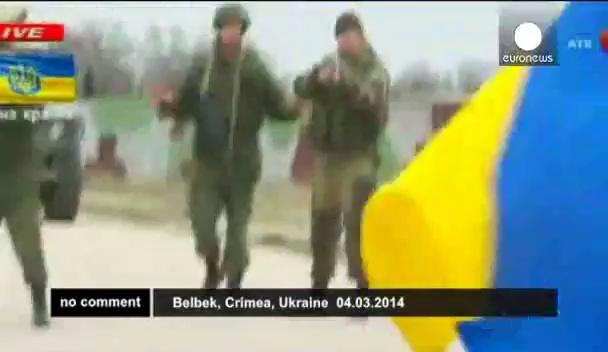 cuoc-doi-dau-o-can-cu-quan-su-ukraine (Toyota camry , Toyota altis, Toyota vios, Toyota innova , Toyota fortuner)
