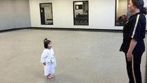 3 Yaşındaki Sevimli Karate Öğrencisi - 3 Year Old White Belt Reciting the Student Creed