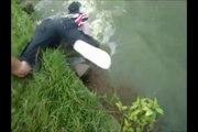 Christian pêche un très gros poisson
