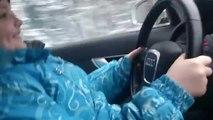 Une fillette russe conduit une voiture à plus de 100km/h, la police lance une enquête