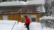 Comment déblayer un toit plein de neige
