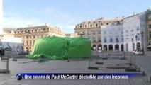 """Le """"plug anal"""" géant de la place Vendôme vandalisé"""