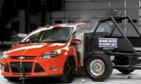 Ford Focus Yandan Çarpışma Testi