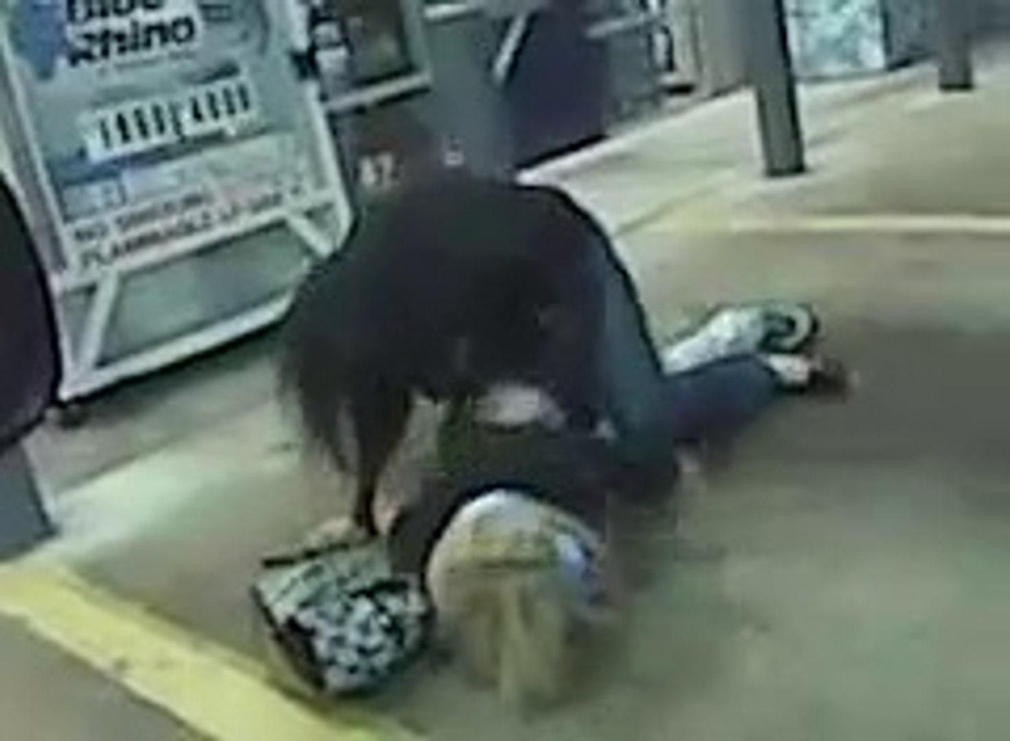 Drunk girls fight