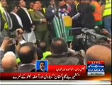 Indians Threw Tomatoes, Eggs, And Empty Water Bottles on Bilawal Bhutto In Kashmire Million March London