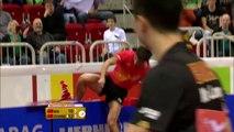 Tennis de table : le Chinois Zhang Jike gagne et détruit des panneaux publicitaires