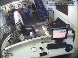 Watch How Bravely A Maulana is Stealing Mobile From A Shop, Caught on Camera