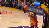Coup de coude de Dwight Howard sur Kobe Bryant