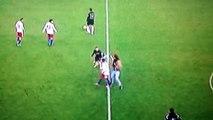 Ribery se fait attaquer par un supporter - Hambourg vs Bayern Munich