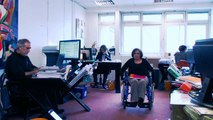 Une fausse campagne pour un vrai raid. Un clip vantant les mérites d'In-firms, une société qui propose notamment aux entreprises de louer des travailleurs handicapés pour Â« améliorer leur image ». Â« Un élu local vous rend visite ? Vous organisez une ré