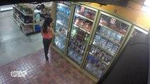Frigo piégé dans un magasin avec un zombie flippant - Caméra cachée Halloween