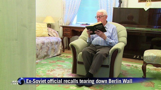 Ex-Soviet official recalls tearing down of Berlin Wall