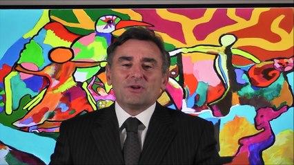 Dominique Hoppe, Président de l'AFFOImonde, annonce le nom du gagnant du concours international de poésie