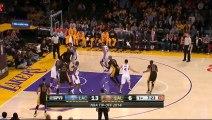 Kobe Bryant met un poster à  Matt Barnes avec un gros dunk arrière