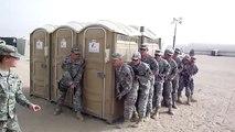 Combien peut-on mettre de soldats dans des toilettes mobiles