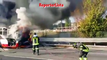 Autobus dell'Atac in fiamme sul Grande Raccordo Anulare