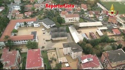 Maltempo in Toscana, alluvione a Carrara: le immagini aree dei Vigili del Fuoco