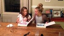Elle annonce à ses deux filles qu'elles vont avoir une nouvelle soeur
