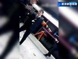 Çin'de Metro Kapısına Sıkışan Kadın Öldü